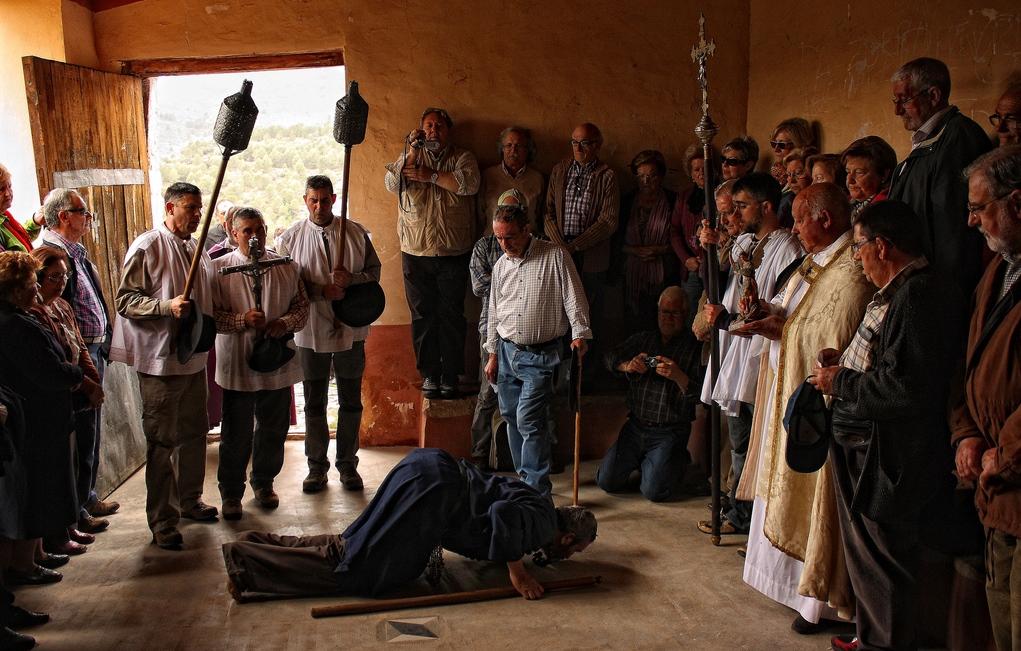Entrada dels Pelegrins de Les Useres a Sant Miquel de les Torrocelles. Autor, Pep Granell