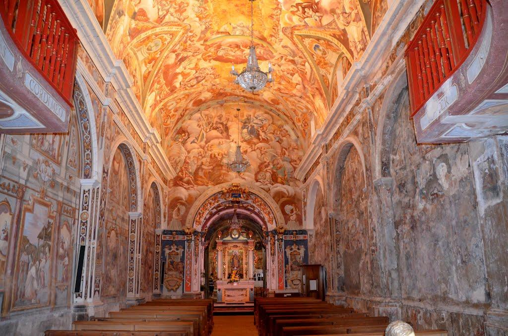 Interior de la ermita de L'Avellà. Autor, Ventepani