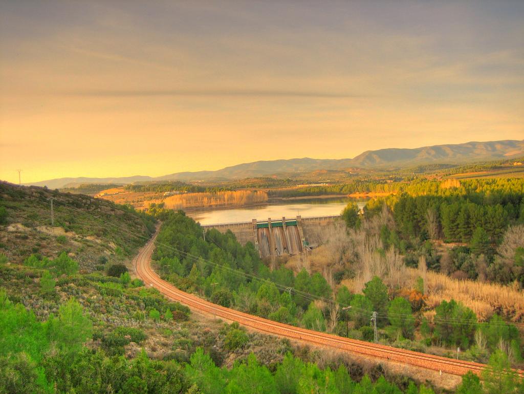 Vista del embalse del Regajo desde la Vía Verde de Ojos Negros. Autor, Sento