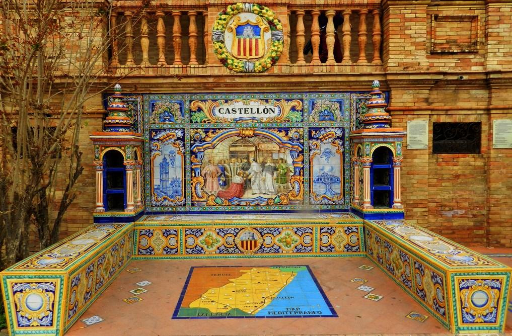 banco-de-ceramica-dedicado-a-castellon-en-la-plaza-de-espana-sevilla