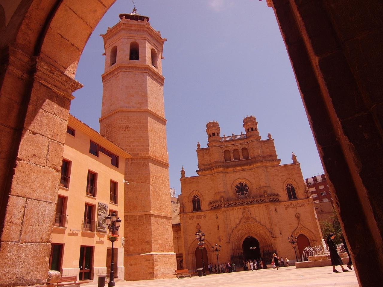 Concatedral de Santa María y la torre campanario El Fadrí. Autor, Joan Pau Inarejos