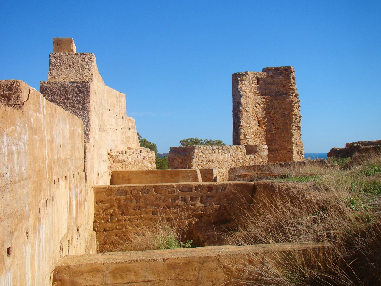 Restos de Castell Vell