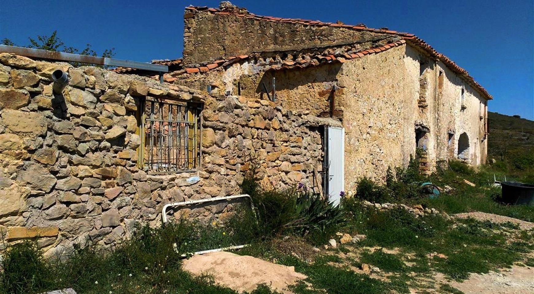 Masía abandonada en la zona del Pou de la Riba, Atzeneta del Maestrat