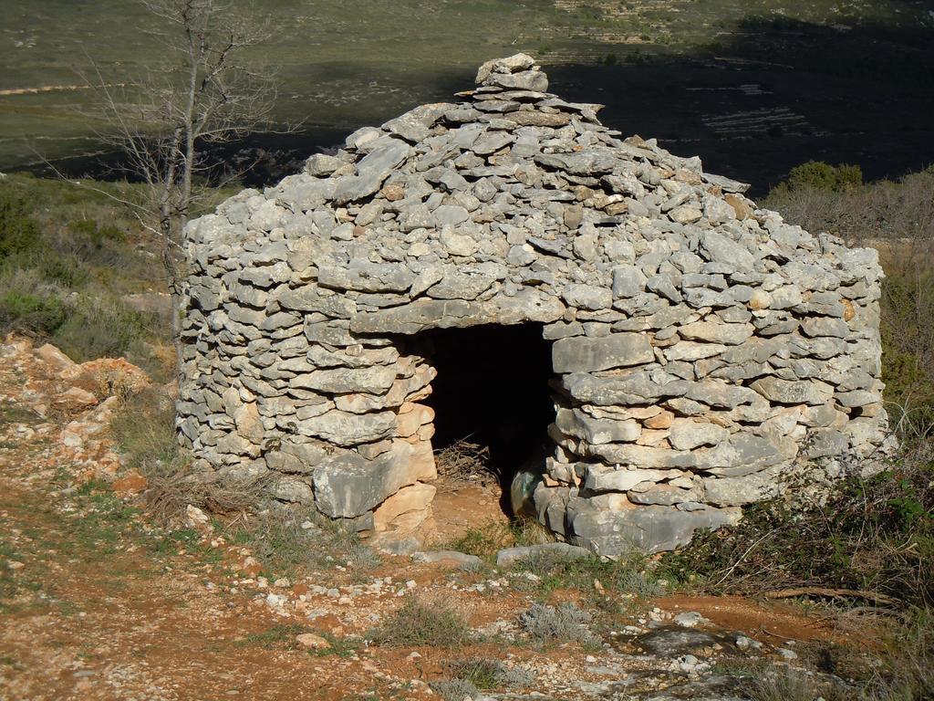 Caseta en piedra seca cerca de Vilar de canes