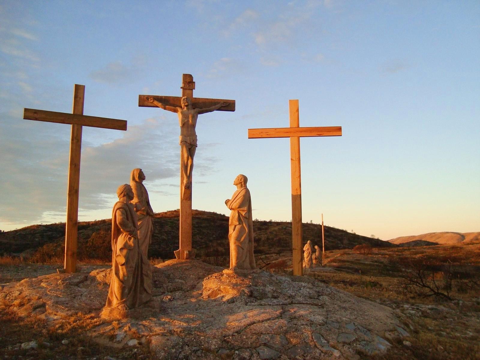 Escultura sobre la Pasión situada en el sendero GR-10. Autor, Els Cunyats